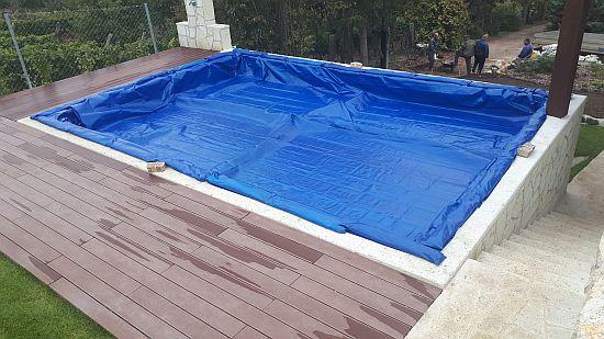 01 MÁD1 Alkorplan mozaikmintás fóliás medence téliesítése PE takaróval