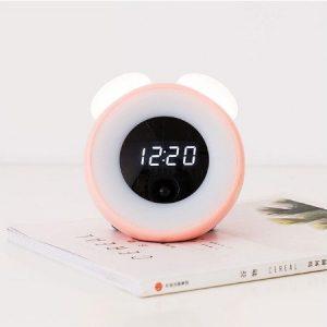 Pink színű ABS burkolatú ébresztőóra, test szenzorral, automata kikapcsolási lehetőséggel