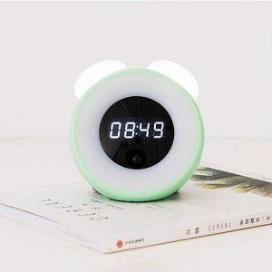 zöld színű éjszakai ébresztőóra gomba napfelkelte szimulációval zöld színű burkolattal