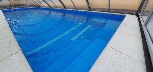 Elbtal Elbe BLUE Line Adriakék színű medence, belépőlépcsővel és ülőpaddal